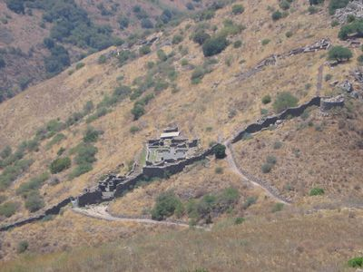 Josephus, The Wall and the adjacent structures at the ancient city of Gamla in the Golan, licensed under Creative Commons Attribution ShareAlike 2.0 license